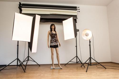 """Studio mit Leuchtmitteln und """"Lichtdoublepuppe"""""""